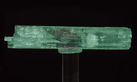 Doubly terminated Beryl (variety emerald). Rear