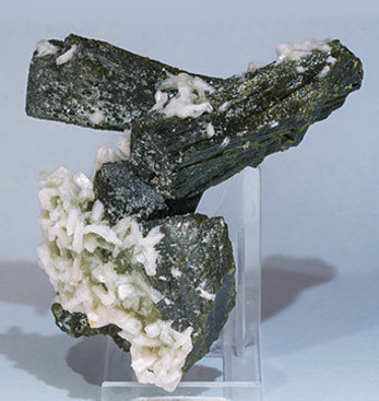 Epidote with Stilbite-Ca. Rear