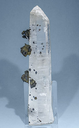 Quartz with Sphalerite and Chalcopyrite. Rear