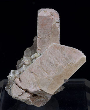 Microcline with Quartz (variety smoky) and Epidote-Clinozoisite. Side