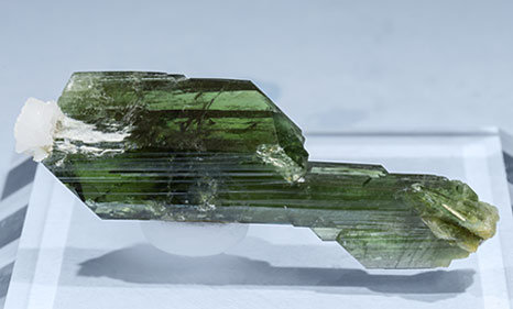 Doubly terminated Diopside with Albite. Rear