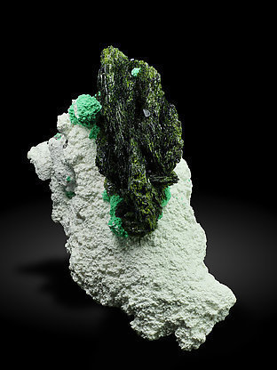 Volborthite with Malachite, Azurite and Dickite. Top