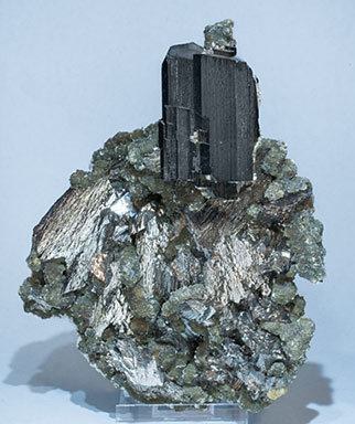 Ferberite with Arsenopyrite, Muscovite and Calcite.