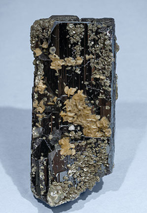 Fluorapatite with Ferberite, Siderite and Muscovite. Rear