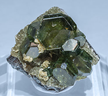 Fluorapatite with Ferberite, Siderite and Muscovite.