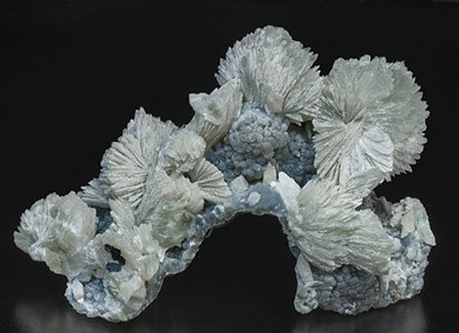 Tarbuttite with Smithsonite. Front