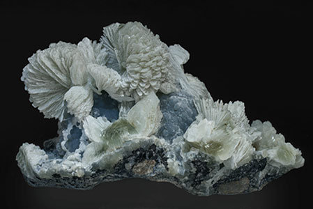 Tarbuttite with Smithsonite. Rear