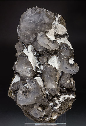 Twinned Calcite with Calcite, Palygorskite and manganese oxides. Side