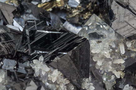 Sphalerite with Quartz, Pyrite and Galena.