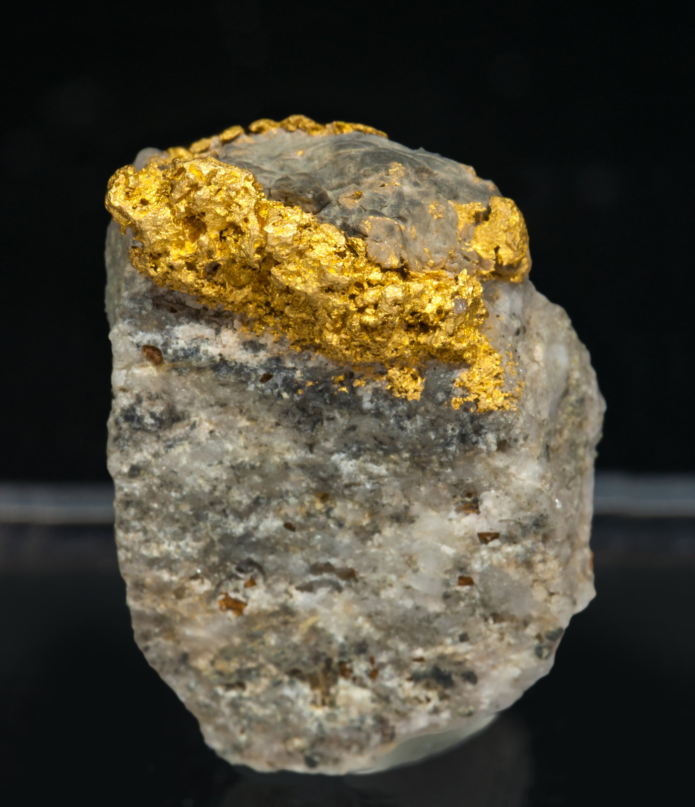 specimens/s_imagesAH4/Gold-NM68AH4f.jpg