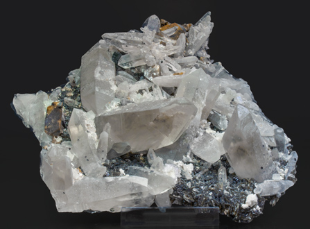Scheelite with Quartz and Muscovite.