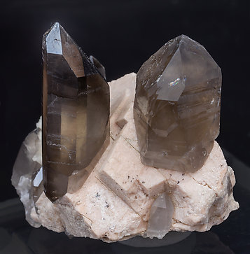 Quartz (variety smoky) with Microcline and Albite. Side