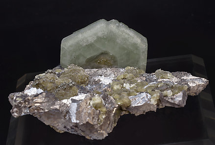 Fluorapatite with Arsenopyrite and Muscovite.