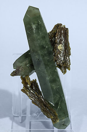 Quartz with Epidote. Front
