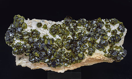 Sphalerite (variety cleiophane) with Calcite.
