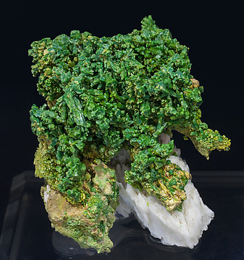 Pyromorphite with Baryte. Front