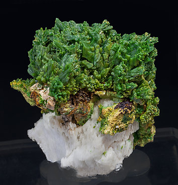 Pyromorphite with Baryte. Rear