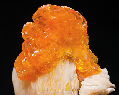 Wulfenite with Baryte. Close-up