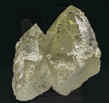 Quartz (variety citrine) with Clinozoisite-Epidote Series and Calcite. Rear