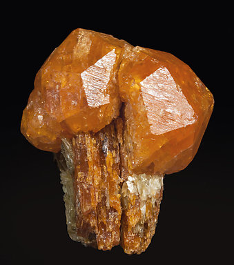 Spessartine with Kyanite and Muscovite.
