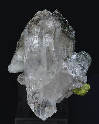 Titanite with Quartz and inclusions. Side