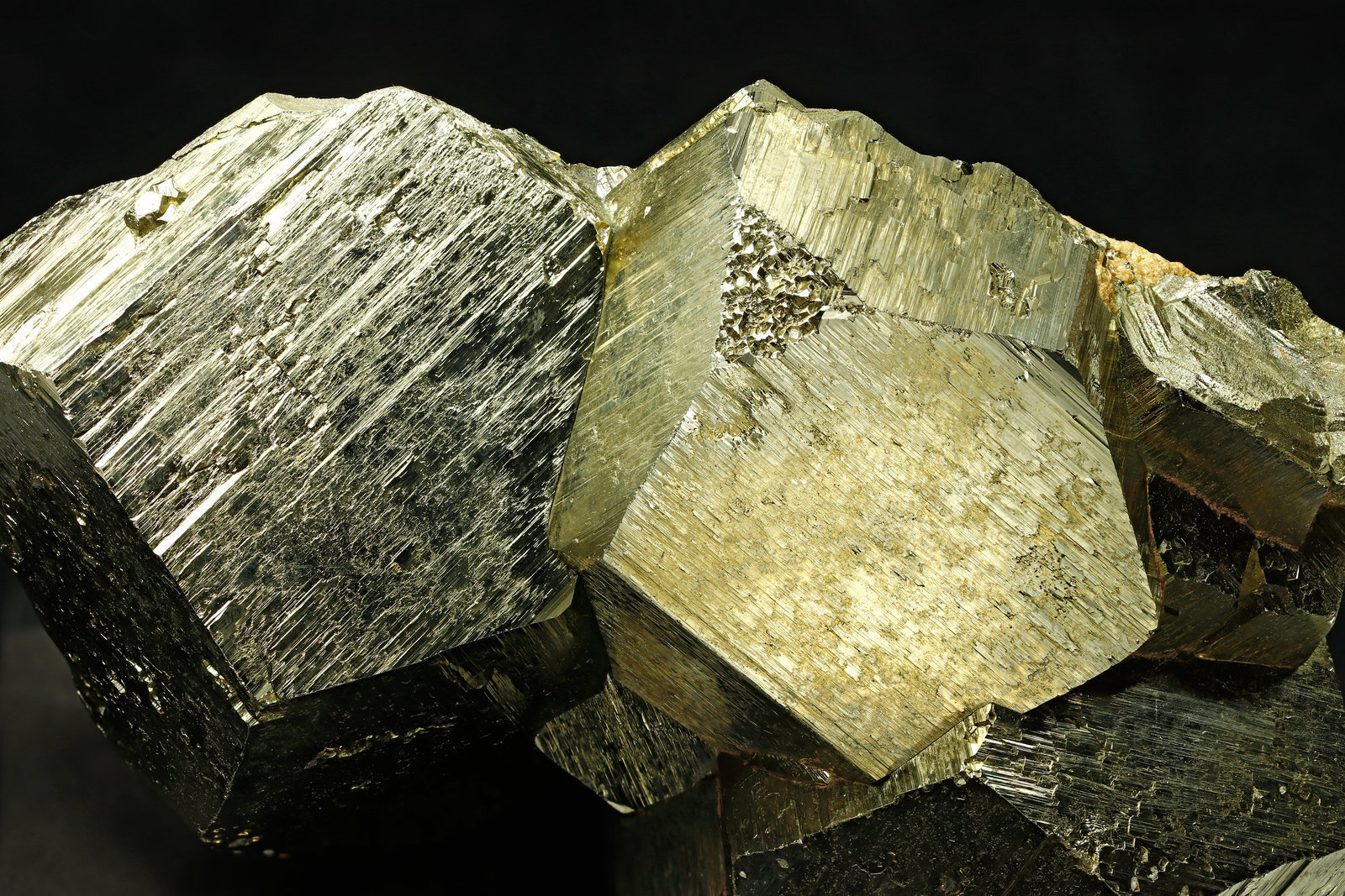specimens/s_imagesAI9/Pyrite-MC56AI9_5861_d.jpg