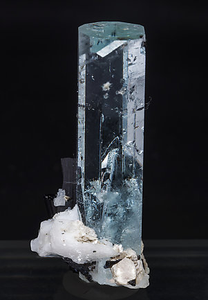 Beryl (variety aquamarine) with inclusions, Schorl and Albite. Side