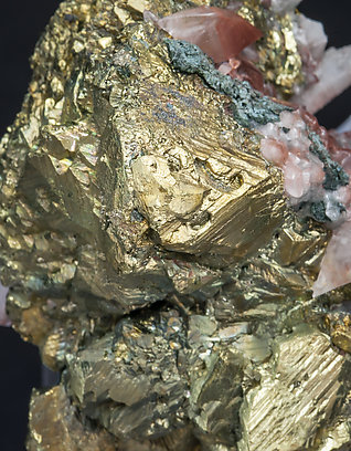 Chalcopyrite with Calcite.