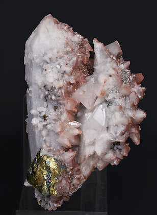 Chalcopyrite on Quartz and with Calcite. Side