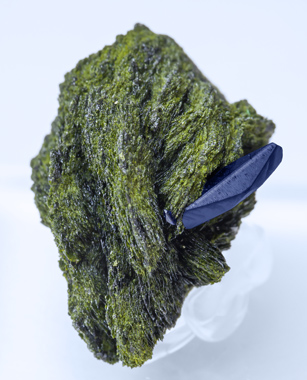 Volborthite with Azurite. Side