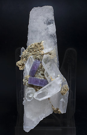 Fluorapatite with Quartz, Siderite and Pyrite.