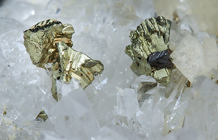 Chalcopyrite with Quartz, Dolomite and Calcite.