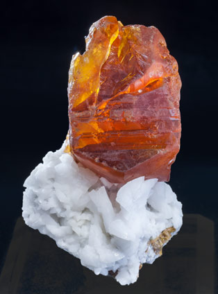 Sphalerite with Dolomite. Light behind