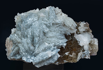 Baryte with Fluorite and Dolomite.