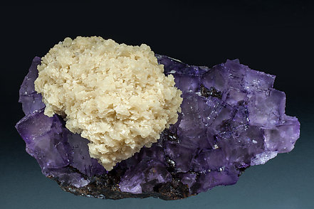 Fluorite with Baryte and Sphalerite. Side
