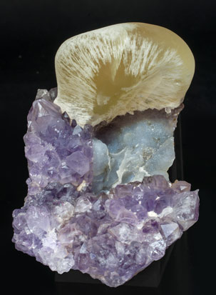 Fluorite with Quartz (variety amethyst). Side