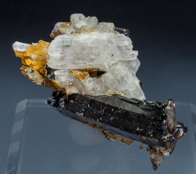 Eudidymite with Aegirine and Quartz. Front