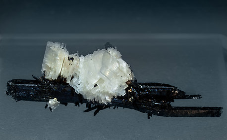 Eudidymite with Aegirine. Side