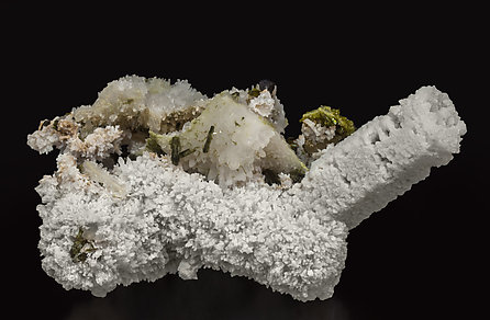 Calcite (variety kanonenspat) with Epidote and Quartz.