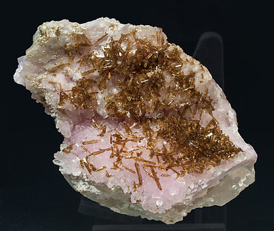 Eosphorite with Quartz (variety rose).