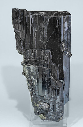 Ferberite with Calcite-Dolomite and Pyrite. Side