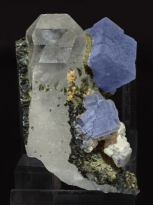Fluorite with Quartz, Siderite and Chlorite. Side