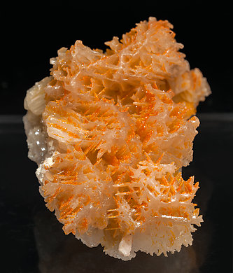 Chromium rich Mimetite with Cerussite. Side