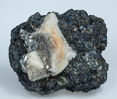 Scheelite with Molybdenite, Arsenopyrite and Magnetite. Side
