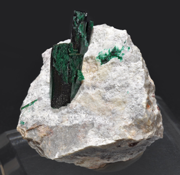 Brochantite with Dickite. Side
