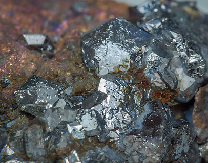 Chalcocite with Sb-rich Tennantite-(Fe) and Pyrite.