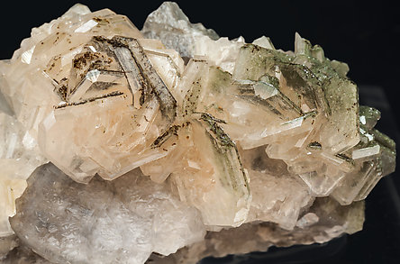 Hydroxyapophyllite-(K) with Calcite, Hubeite and Quartz.