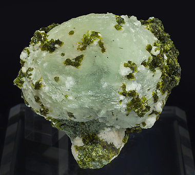 Prehnite with Epidote. Side