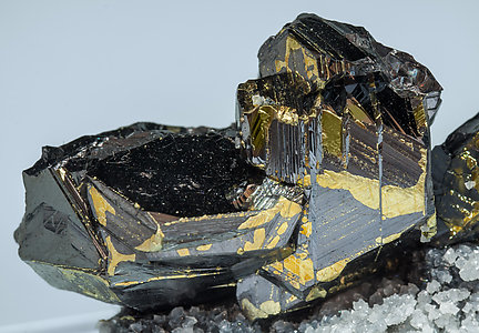 Sphalerite with Chalcopyrite, Boulangerite, Calcite and Quartz.