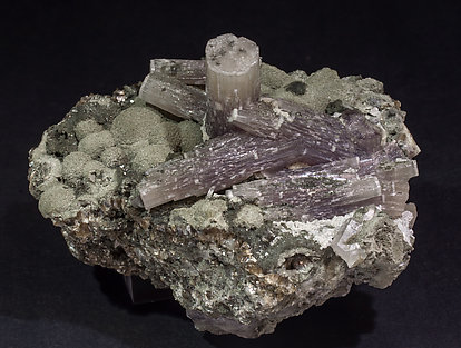 Fluorapatite with Muscovite and Chlorite. Rear